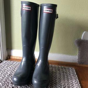 Hunter Rain Boots + Boot Socks